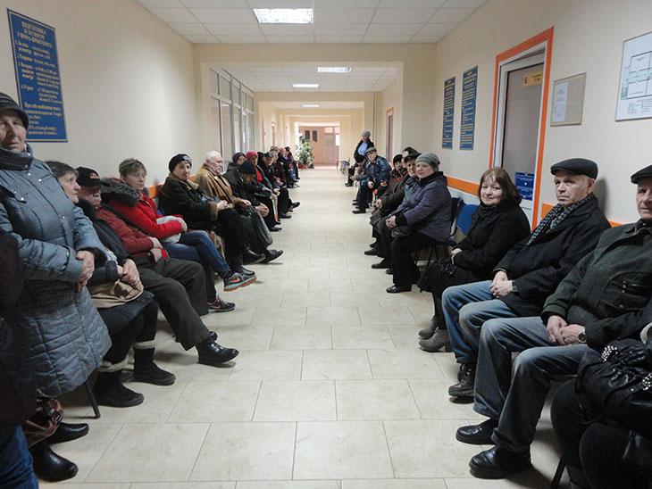 I køen efter en snak med Odessa-ILCOs aktivister ved en stomilørdag på Odessas hospital Nr. 10, hvor Odessa-ILCO hører til.